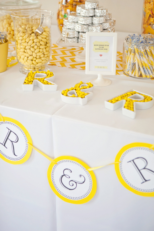Yellow and white modern decor at Santiago Canyon Estate from April Smith & Co. Photography | junebugweddings.com
