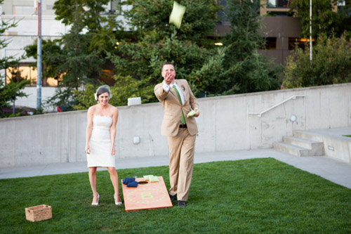 Seattle summer wedding at the Olympic Sculpture Park - photo by La Vie Photography | junebugweddings.com