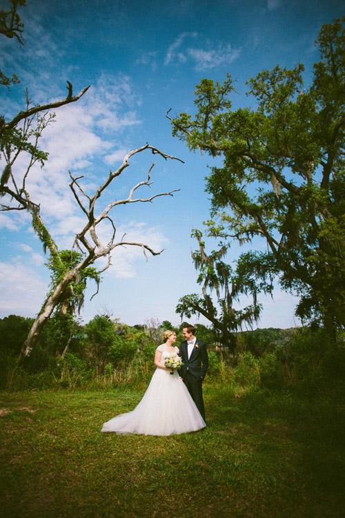 Southern wedding in Charleston, South Carolina, photos by Caroline Ghetes | via junebugweddings.com