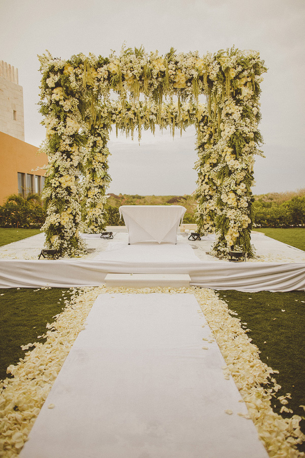 wedding at Fairmont Mayakoba Hotel in Playa Del Carmen, Mexico, photo by Ed Peers | via junebugweddings.com