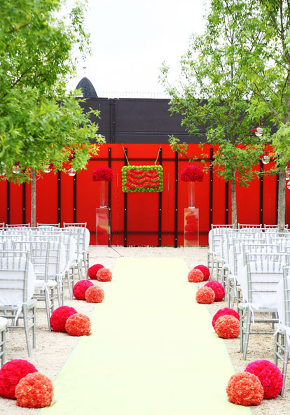modern wedding ceremony design by Bella Signature Design, image by Life Mosaics Photography