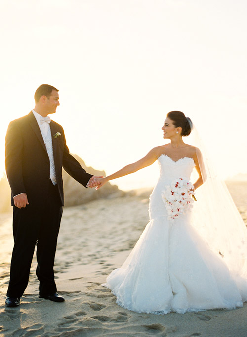 Chic beach wedding in cabo san lucas mexico junebug for What to know about destination weddings