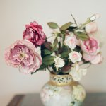 Small pink garden rose floral arrangement, photo by Elizabeth Messina Photography