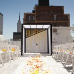 Modern New York City wedding ceremony with orange and yellow details | Photo by Image Singuli�re