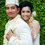 bride and groom in traditional Indonesian garb - traditional Indonesian wedding in Bali - photo by Portland wedding photographer Bunn Salarzon