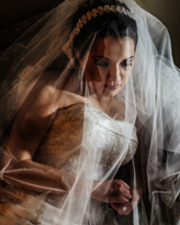 Romantic bridal portrait by Brazil based wedding photographers Willian and Priscila Lima Lifestyle Photographers