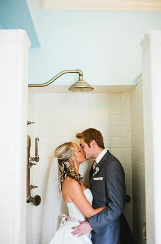 photos by top Minnesota based wedding photographer Gene Pease of Geneoh Photography - fall wedding at the historic Gale Mansion, Minneapolis, MN