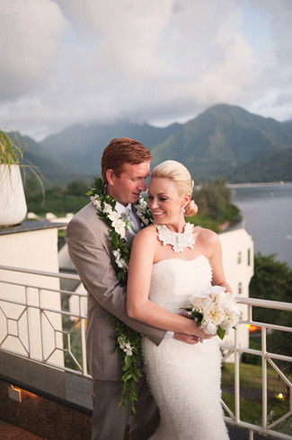 tropical destination wedding photos by top Hawaiian wedding photographer Derek Wong
