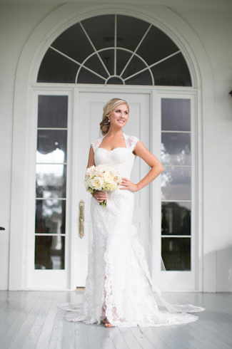 Elegant wedding in Lafayette, Louisiana with photos by Courtney Dellafiora
