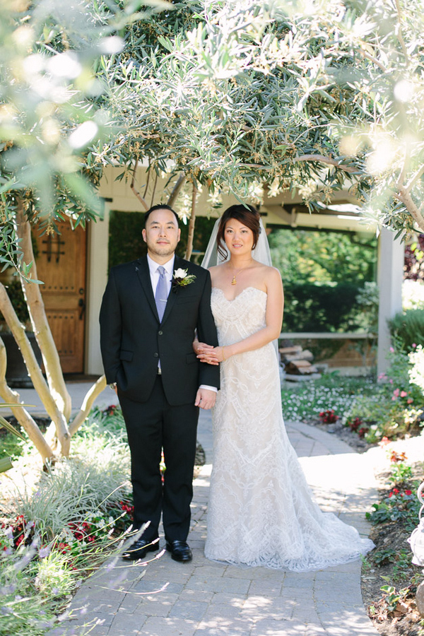 picturesque vineyard wedding in San Jose with photos by Jinda Photography | via junebugweddings.com