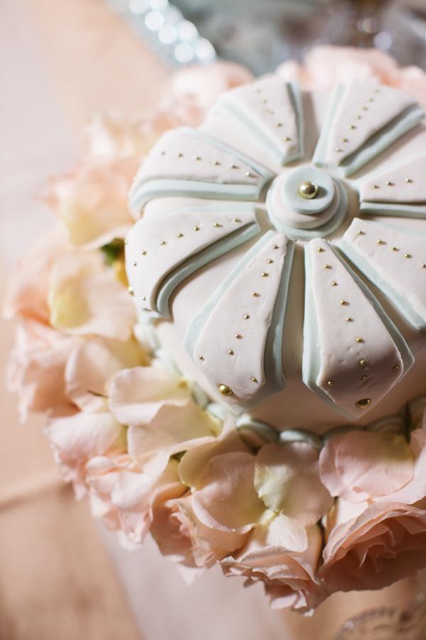 art deco glam wedding inspiration shoot with photos by Andria Lo | via junebugweddings.com