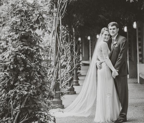 elegant garden wedding at Atlanta Botanical Garden in Atlanta, Georgia, photos by Atlanta wedding photographer Vue Photography | via junebugweddings.com