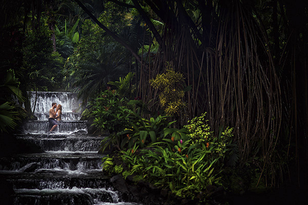 intimate destination wedding in Costa Rica, photos by Davina and Daniel | via junebugweddings.com