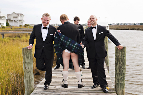 hilarious wedding photo by Candace Owens of Brooke Mayo Photographers | via junebugweddings.com