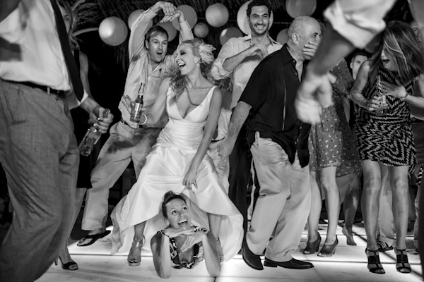 hilarious wedding photo by Morgan Lynn Razi of Morgan Lynn Photography | via junebugweddings.com