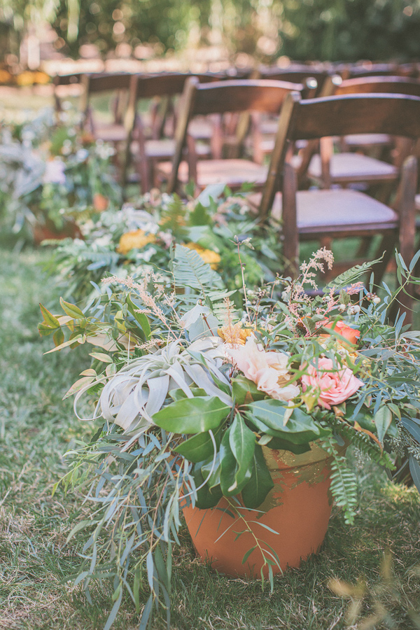 autumnal backyard wedding in Granite Bay, California with photos by Kris Holland Photography | junebugweddings.com (29)
