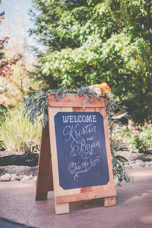 autumnal backyard wedding in Granite Bay, California with photos by Kris Holland Photography | junebugweddings.com (45)