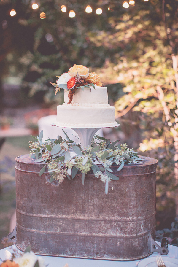 autumnal backyard wedding in Granite Bay, California with photos by Kris Holland Photography | junebugweddings.com (4)