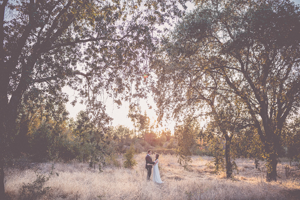 autumnal backyard wedding in Granite Bay, California with photos by Kris Holland Photography | junebugweddings.com (1)