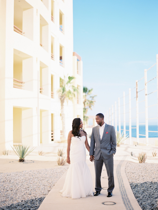 Cinco de Mayo destination wedding in Cabos San Lucas with photos by Jillian Mitchell | via junebugweddings.com (21)