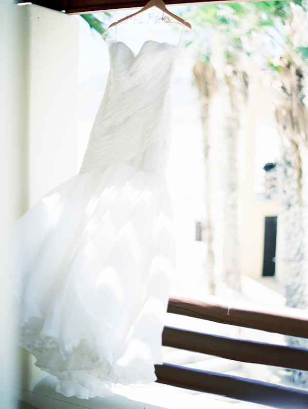 Cinco de Mayo destination wedding in Cabos San Lucas with photos by Jillian Mitchell | via junebugweddings.com (35)