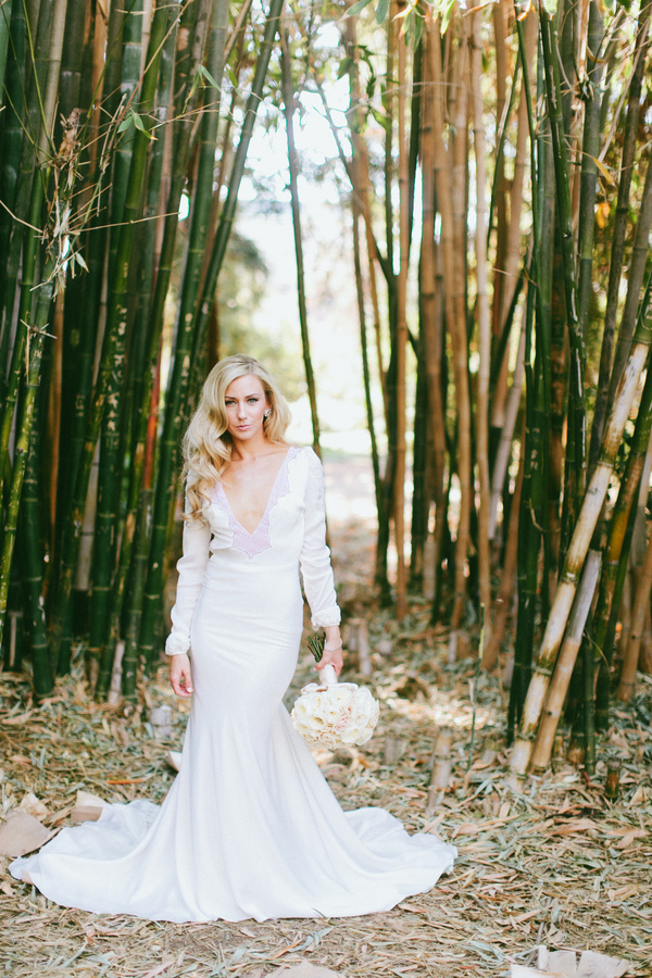 dramatic and sophisticated bridal style, photos by Wai Reyes Photography | via junebugweddings.com