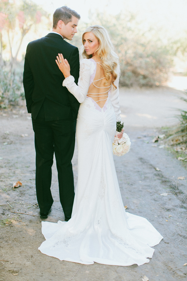 dramatic and sophisticated bridal style, photos by Wai Reyes Photography | via junebugweddings.com (10)
