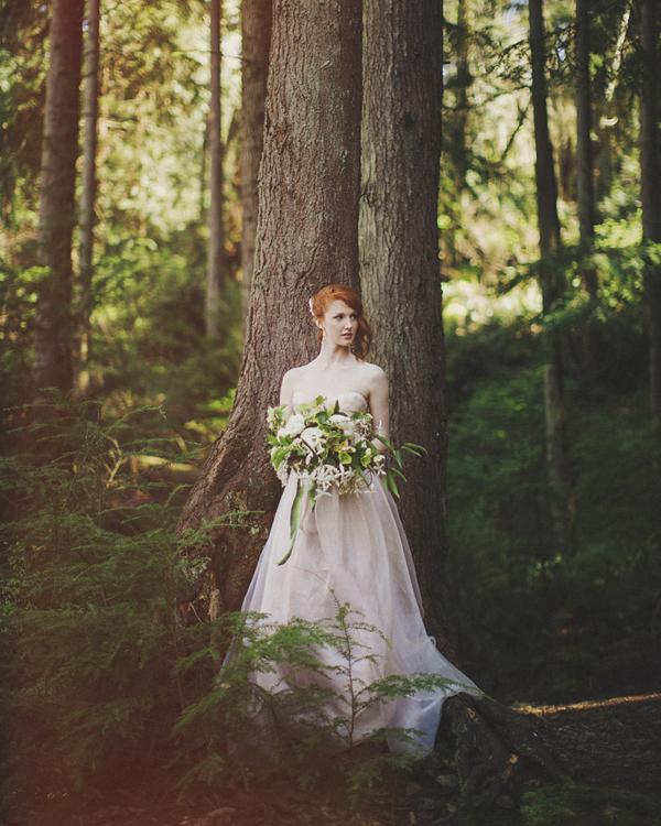 Woodland Wedding Photography: Enchanted Woodland Bridal Style Inspiration Shoot