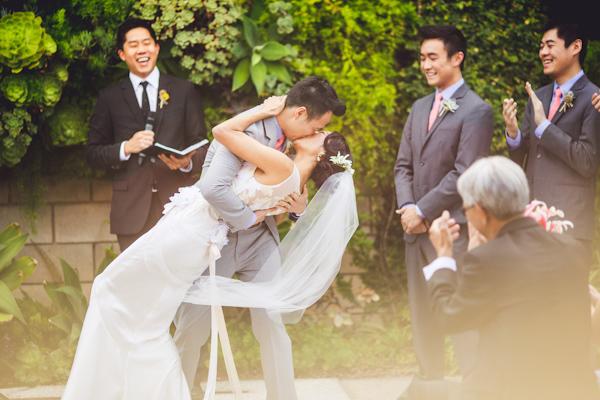 vibrant urban wedding in Los Angeles with photos by Jeff Newsom | via junebugweddings.com (22)