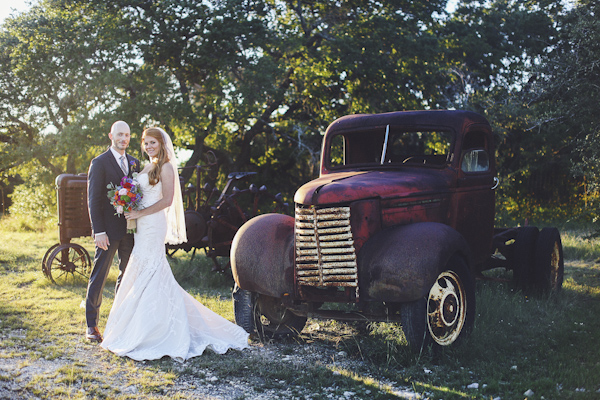 colorful texas wedding at Starhill Ranch, photo by Austin wedding photographer Christina Carroll Photography | via junebugweddings.com