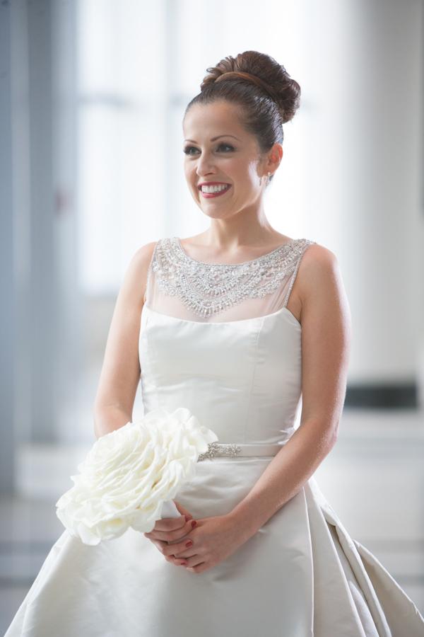 Modern Glam Bridal Style | Junebug Weddings