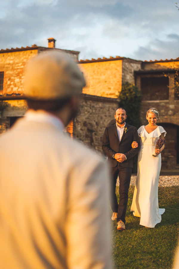 picturesque elopement in Tuscany with photography by Roberto Panciatici | via junebugweddings.com (14)
