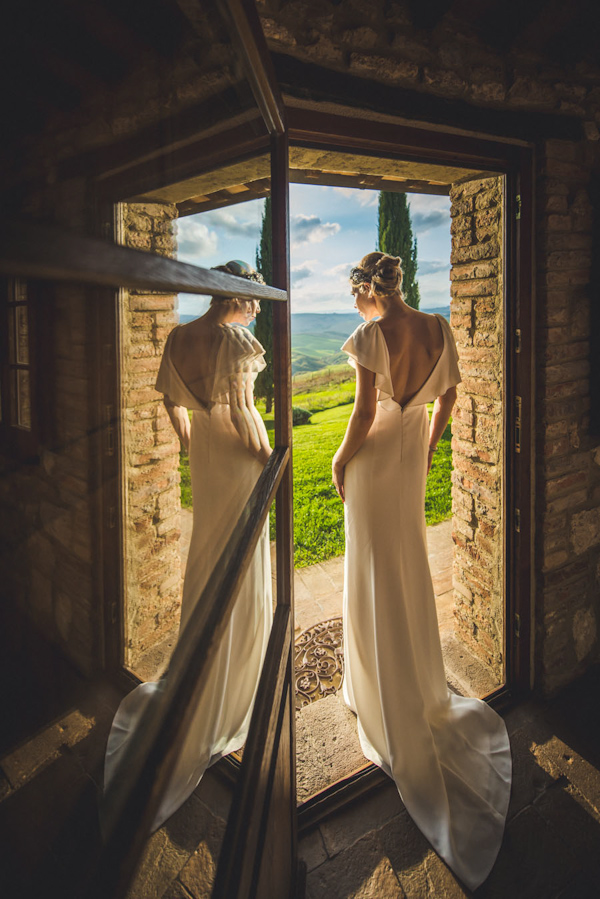 picturesque elopement in Tuscany with photography by Roberto Panciatici | via junebugweddings.com (25)