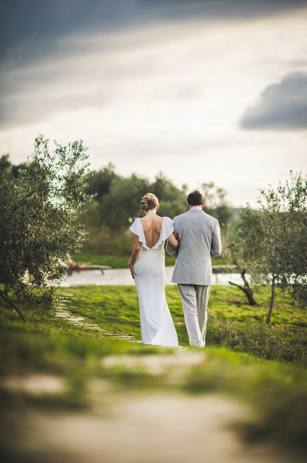 picturesque elopement in Tuscany with photography by Roberto Panciatici | via junebugweddings.com (23)