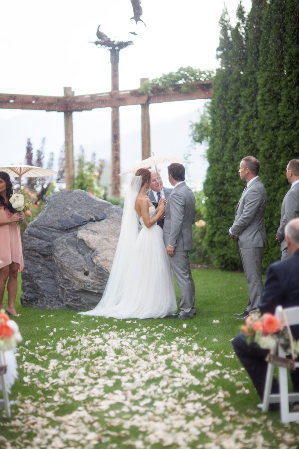peach and cream rustic winery wedding in Naramata, BC with photos by Whitney Lane Photography | via junebugweddings.com