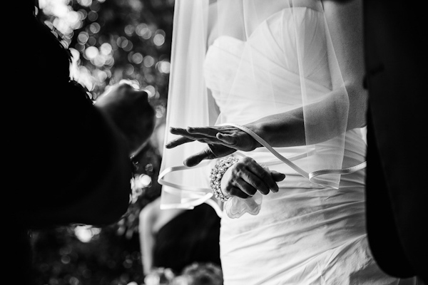 fall wedding at Hotel Ella in Austin, Texas with photos by Caroline + Ben Photography | via junebugweddings.com (13)
