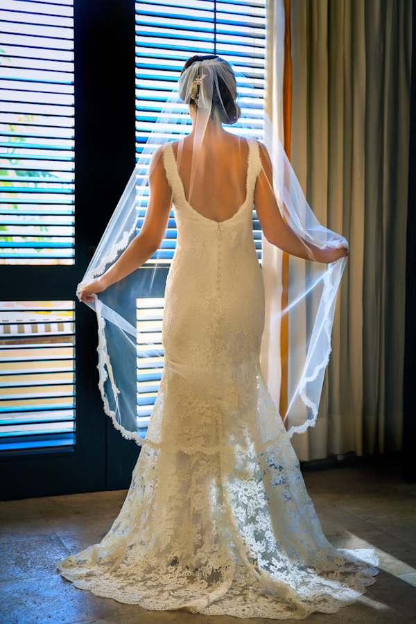 bridal gown and veil, photo by Zasil Studio | via junebugweddings.com