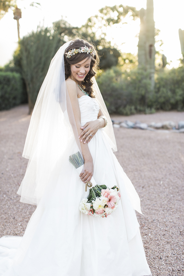 rustic bridal fashion, photo by Rachel Solomon | via junebugweddings.com