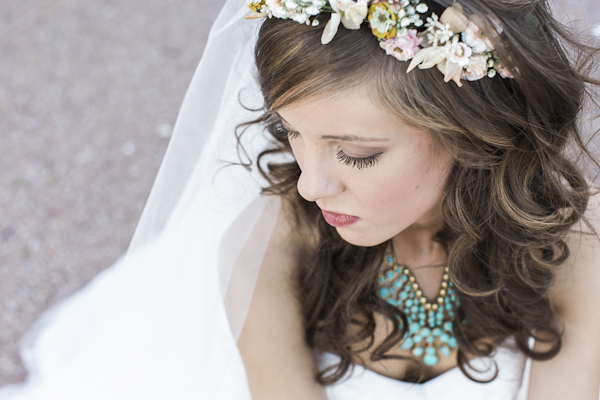 rustic bridal makeup, photo by Rachel Solomon | via junebugweddings.com