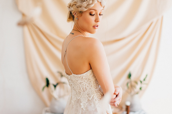 modern and eclectic wedding inspiration photo shoot from Loren and Chris Photography | via junebugweddings.com (16)