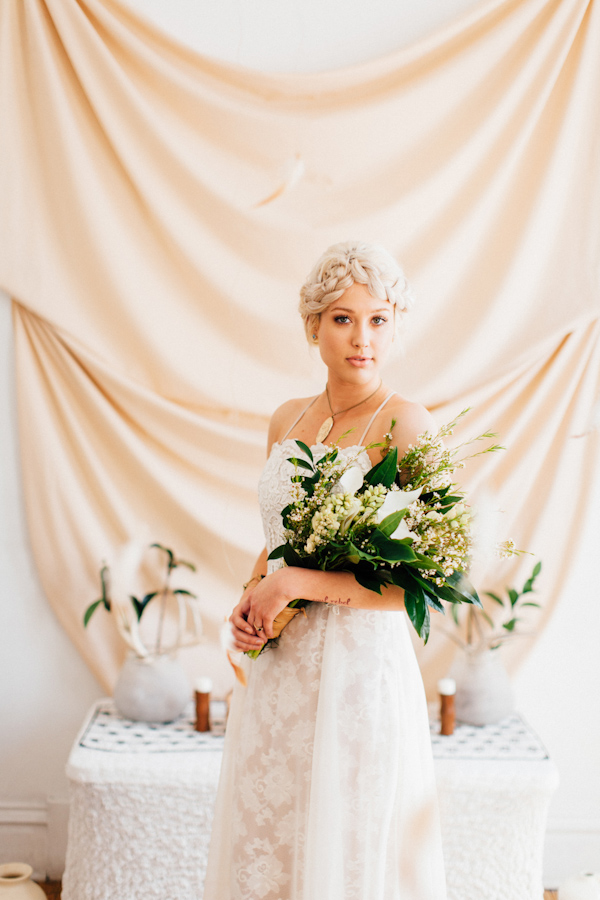 modern and eclectic wedding inspiration photo shoot from Loren and Chris Photography | via junebugweddings.com (12)