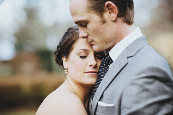 rustic wedding at The Old Edwards Inn, photo by Jonathan Connolly Photography | via junebugweddings.com (22)