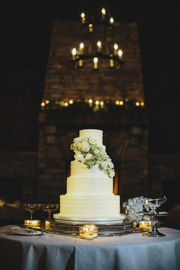 rustic wedding at The Old Edwards Inn, photo by Jonathan Connolly Photography | via junebugweddings.com (3)