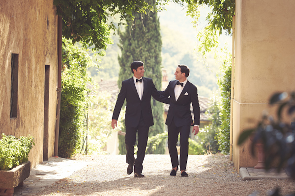 stunning-tuscan-destination-wedding-with-photography-by-jules-bower-14