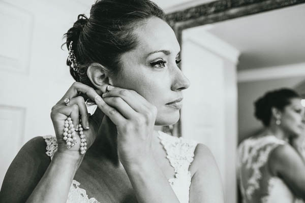 bride getting ready, photo by Streetlight Republic | via junebugweddings.com