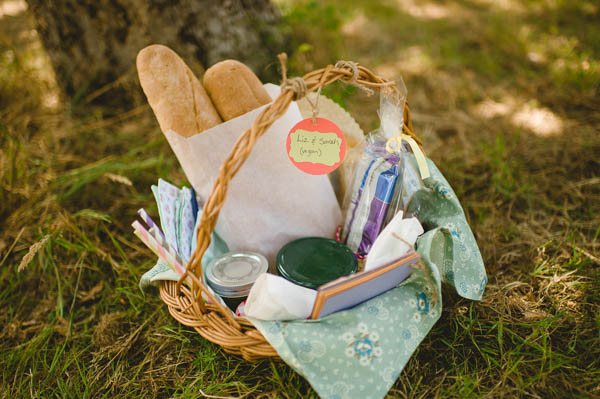 creative wedding catering ideas, picnic baskets