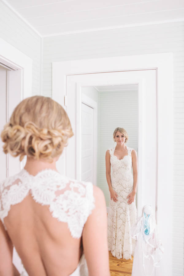 bridal portrait, photo by Chris Glenn | via junebugweddings.com