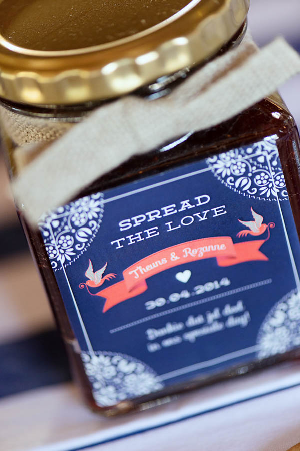 creative wedding favors, spread the love jam