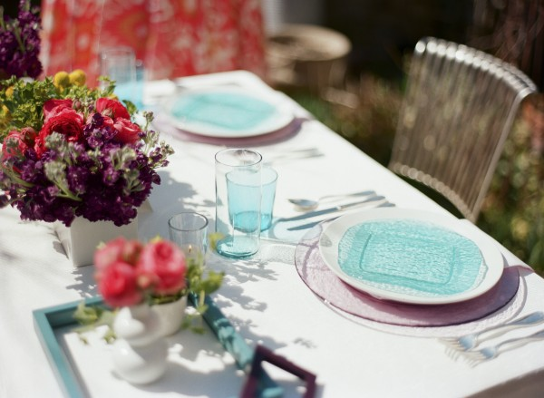 teal and pink table scape