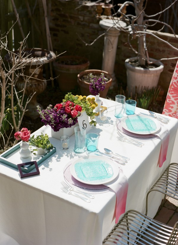 teal and pink table scape style trend